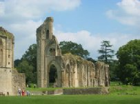 England-Glastonbury-Abbey-1.jpg (8562 bytes)